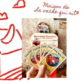 Retrouvez ce superbe jeu de cartes à la maison de La vache qui rit® !  A l'occasion des 100 ans de La vache qui rit®, la @maisonvqr  a utilisé la première vache rouge dessinée par Benjamin Rabier pour designer ce joli jeu de cartes.